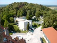 (v.li.) Schloss, Castello, Trüperhaus und Neubau