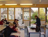 So sieht ein Klassenzimmer innen aus.